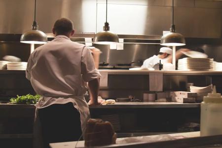 La hostelería contó en febrero con 50 mil trabajadores más que un año atrás